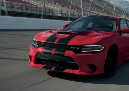 Dodge SRT mit Rennstreifen 2018